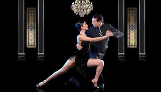 Игра взглядами при приглашении на танго