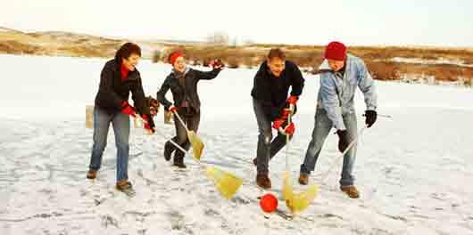 Канадский хоккей с метлами
