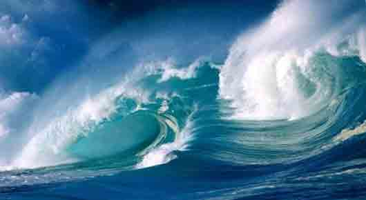 Волна с пенистым гребнем