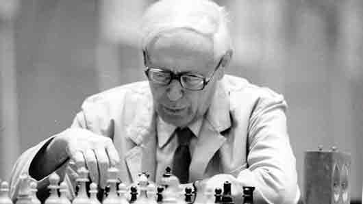 Кто из мировых чемпионов по шахматам превосходно исполнял оперные арии