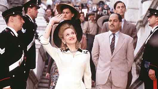 Какой мюзикл помог певице Мадонне попасть в Книгу рекордов Гиннесса из-за количества костюмов, которые она сменила за один фильм