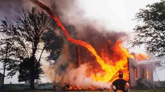 Чем, как считали славяне, следует тушить пожар, возникший от молнии