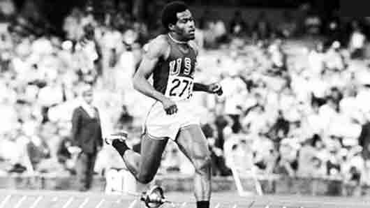 Кто первым в истории пробежал 400 метров быстрее 44 секунд
