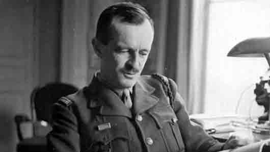 Кто командовал дивизией, освободившей в 1944 году Париж от фашистов