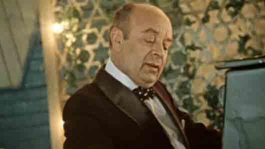 Сцена Велюрова в летнем парке из фильма