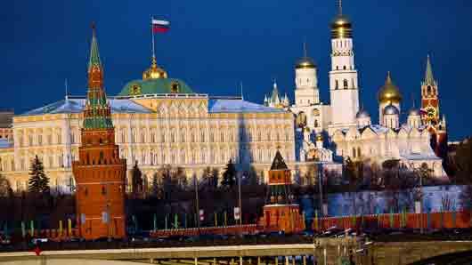 Какому предмету мебели поставили трехметровый памятник в Москве