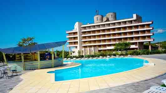 Курортный отель с распорядком дня