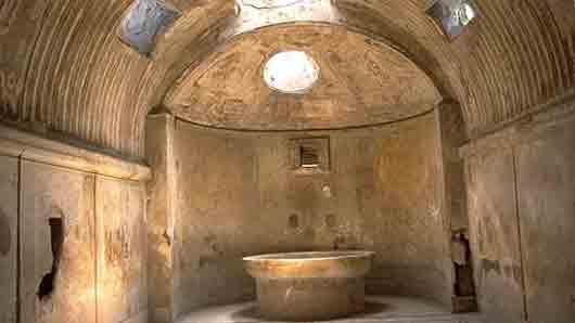 Бассейн в античных банях