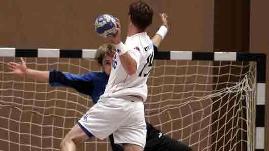 В какой командной игре пенальти пробивают с 7 метров