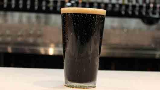 Пиво цвета кофе