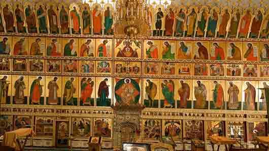 Галерея в храме