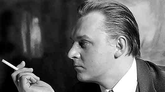Кто из советских поэтов выдвинул понятие «социальный заказ»