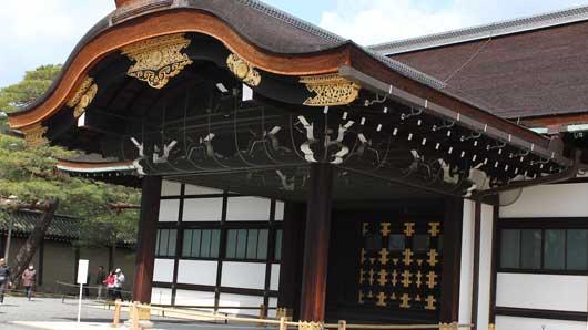 """Как в Японии назвали """"поющий пол"""" императорского дворца в Киото, выполнявший роль охранной сигнализации."""