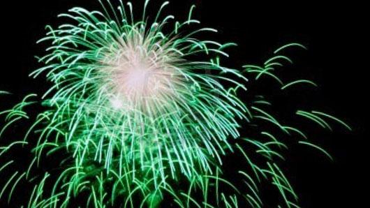 Какой металл обеспечивает зеленые вспышки праздничного фейерверка