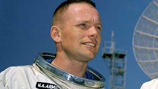 Космонавт США (первый на луне)