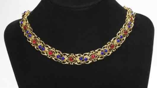 Золотая цепь с драгоценными камнями