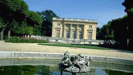 Дворец в парке Версаля