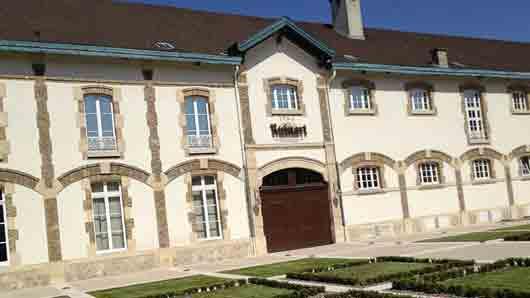 Какой дом шампанского считают во Франции старейшим