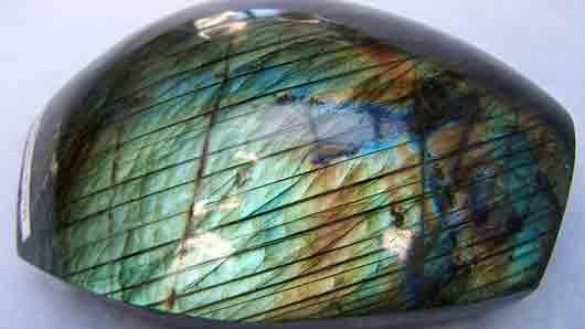 Какой камень стал символом британского целомудрия