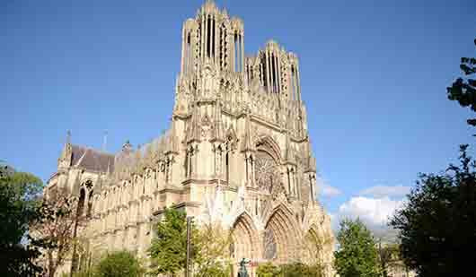 Где крестили и короновали короля франков Хлодвига
