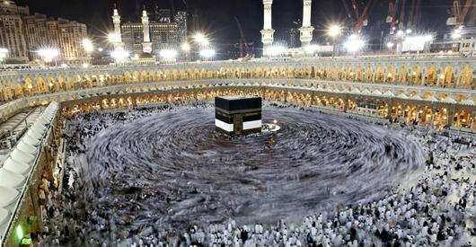 Зеленая ... украшает голову мусульманина, совершившего паломничество в Мекку
