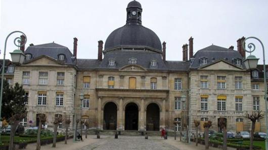 При какой парижской больнице располагалась клиника доктора Жана Шарко