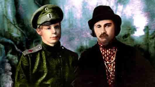 Какой поэт благодаря своим связям помог Сергею Есенину откосить от передовой, определив его в санитарный поезд