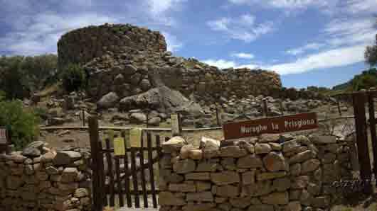 «Каменная башня» доисторических времен на острове Сардиния