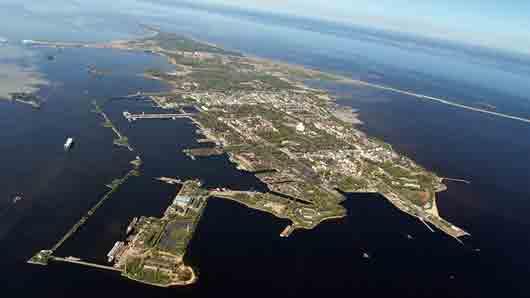 Заняв остров ..., Россия при Петре Великом утвердилась на Балтийском море