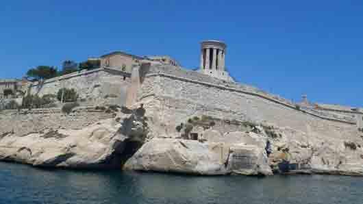 В каком форте на острове Мальта снимали батальные сцены «Троя»