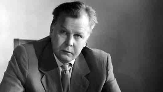 Классик советской поэзии, воспевший коллективизацию, хотя его родителей раскулачили и сослали