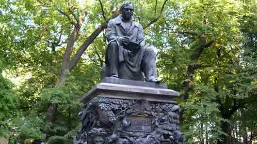 Кто создал памятник «дедушке Крылову» в Летнем саду Санкт-Петербурга