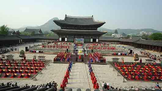 В какой азиатской столице можно найти «Дворец лучезарного счастья»
