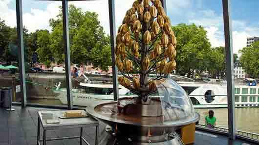 Какой немецкий город гордится трехметровым шоколадным фонтаном