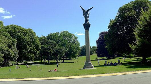 Парк с памятным знаком Парижского меридиана