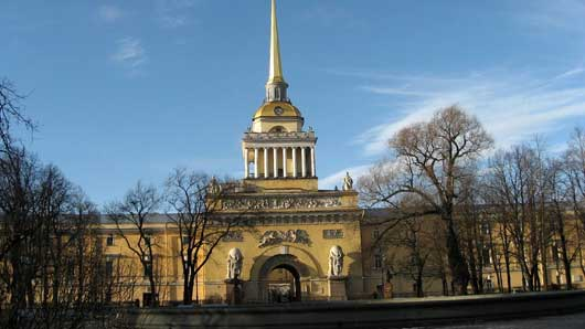 Первая большая постройка на левом берегу Невы в Санкт-Петербурге