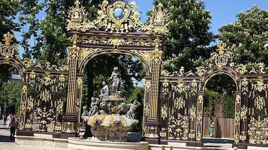 Французский город с зоопарком без клеток
