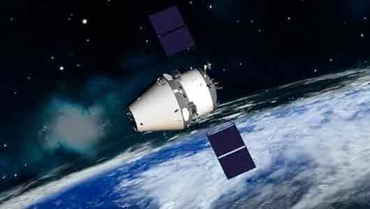 Механик в составе экипажа космического корабля