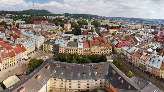 Какой украинский город в разное время находился в составе восьми государств
