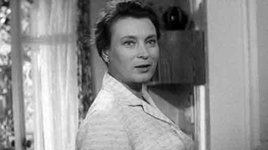 Мать Коли в «Я шагаю по Москве» (актриса)