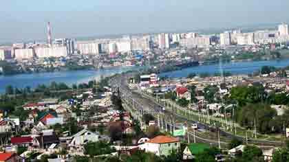 Какой из наших городов разделён рекой Урал практически пополам между Европой и Азией