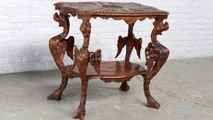 Антикварный столик в скромном интерьере (5 букв)