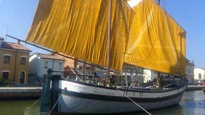 Парусное судно с Азова (7 букв)